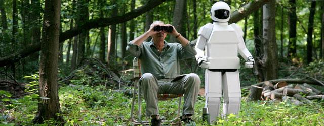 """כלבים, ילדים ורובוטים גונבים בדרך כלל את ההצגה, אבל ב""""רובוט ופרנק"""", למרות הרובוט, ההצגה כולה שייכת לפרנק. לנגלה."""