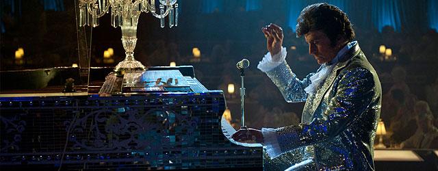ההכלאה הזאת בין פסנתרן ומלכת אנגליה הוא דמות כל כך מופרכת ומגוחכת שמצחיק רק להסתכל עליו. מבוסס על סיפור אמיתי