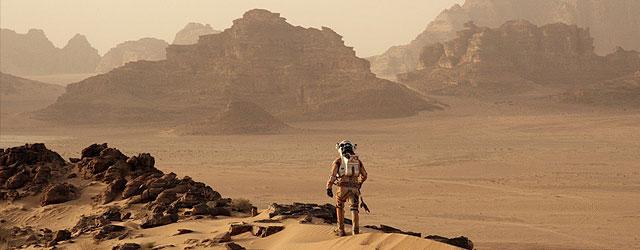 """או """"להציל את מארק וואטני"""", או """"כמו כח משיכה אבל במאדים ועם מאט דיימון"""", או """"רובינזון קרוזו, אבל עם פחות במבוק ויותר חלליות"""""""