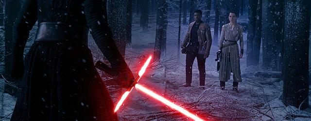 הסרט החדש של מלחמת הכוכבים מנסה לתת לכם בדיוק את מה שאהבתם בטרילוגיה המקורית, ומצליח. אולי קצת יותר מדי.