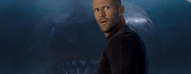 ג'ייסון סטיית'האם משחק תופסת עם כריש ענק ומשפחת סופר על, בזמן שהאן סולו מצטער להפריע להם.