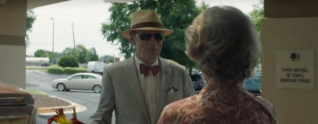 קלינט איסטווד חוזר לקדמת המסך בשביל לצחוק על עצמו שהוא זקן מנותק. לא בדיוק הקאמבק שלו ציפינו.
