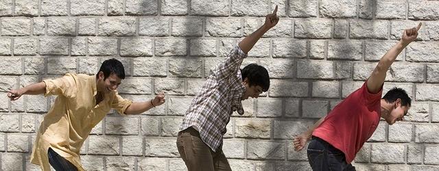 אוי, נו, הסרטים ההודים האלה עם כל הרציחות, התאבדויות ודרמות פוליטיות שלהם. אי אפשר סתם איזה עלילה רומנטית טיפשית?