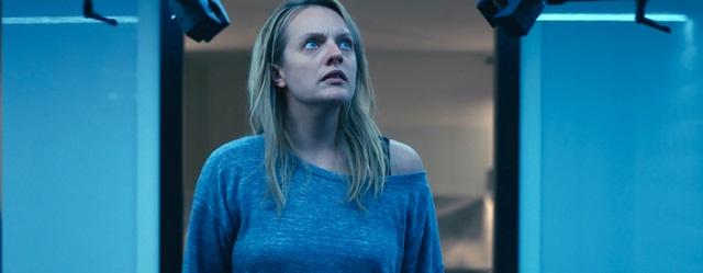עוד מקרה שבו אליזבת מוס חווה זוועות על המסך. שמישהו ילהק אותה לסרט שבו היא מלטפת גורים למשך תשעים דקות.